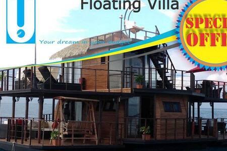 Maldives Floating Water Villa - Loď