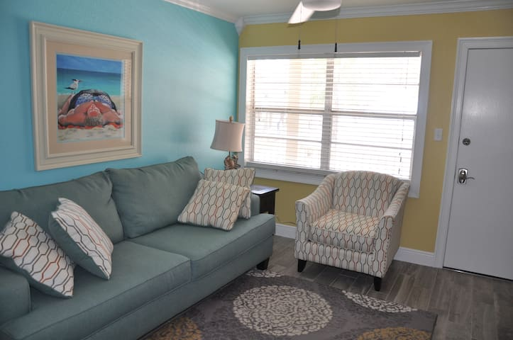 Gorgeous One Bedroom on Sunset Beach - Treasure Island