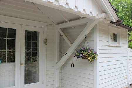 Country cottage near hiking trails - Garrison - Byt