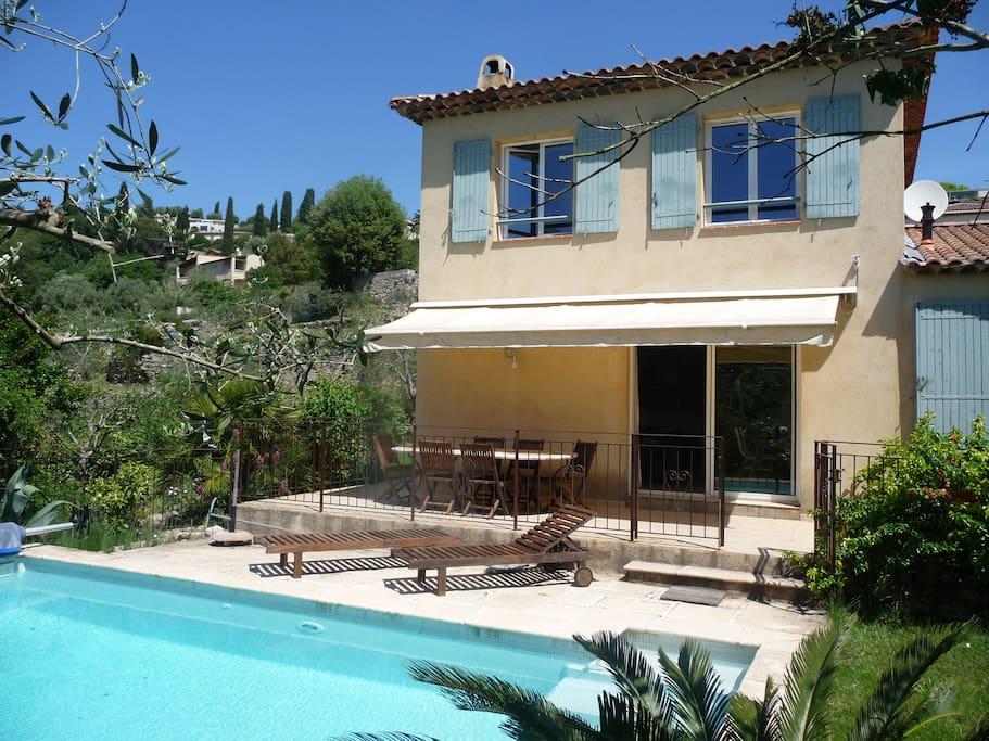 Villa avec piscine au calme absolu maisons louer for Villa a louer en provence avec piscine