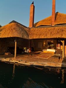 Rock Pool Luxury Suite - Lanseria