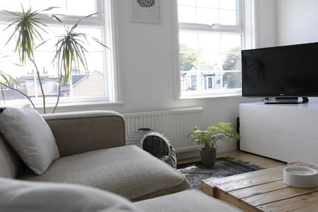 Cozy 2 bed flat with WiFi
