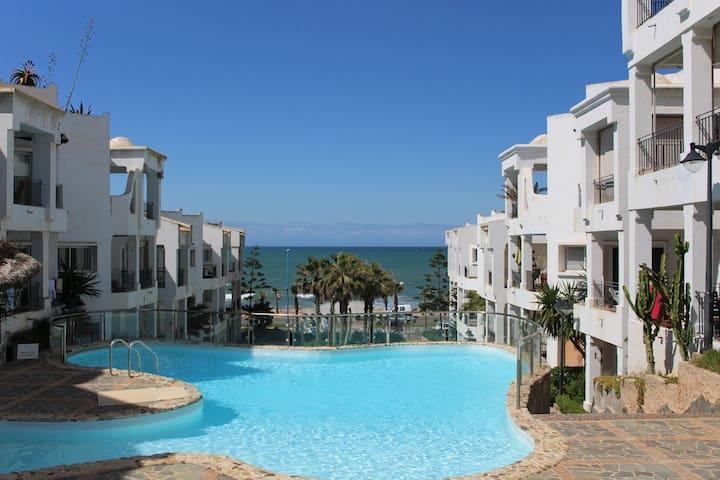 Bel Appartement en résidence balnéaire vue sur mer - Casablanca - Apartment