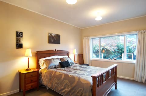 Cosy 1BD (own bathroom), hotel and cafe close by