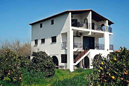 Perfect  Location  Peloponnese! - Κάτω Αλμυρή - Λουτρά Ωραίας Ελένης - Hus