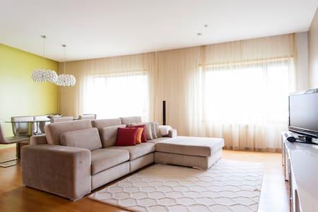 2 bedr, 2 bath, garage, lift, Expo - Lisboa - Apartament