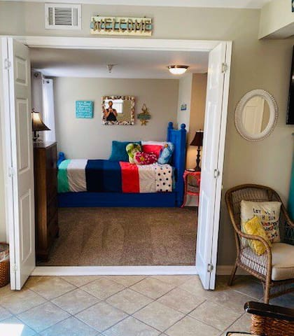 Large 2nd bedroom - with twin trundle bed and twin iron beds