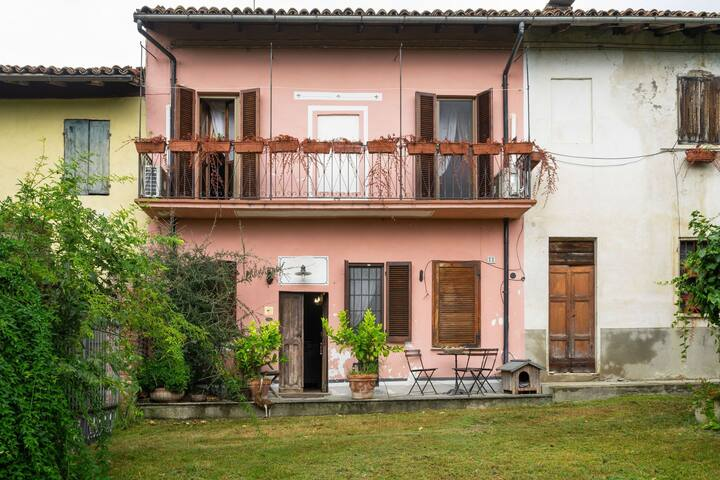 Pleasant Holiday Home in Mombello Monferrato with Whirlpool