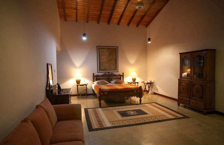Luxury Room 1 B&B with heated pool, wifi & AC