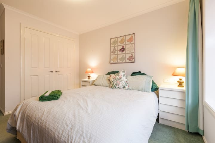 Centre Healesville, comfy queen bed - Healesville