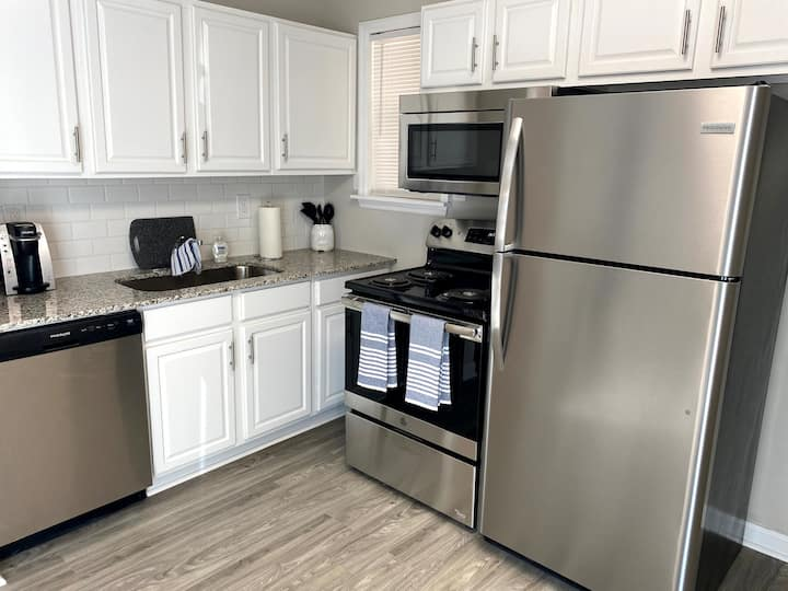 Downtown Apartment on Broadway-Close to Riverwalk