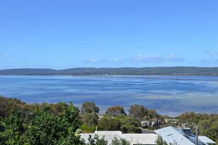 Albany Harbour Panorama B&B. Room 2 - Mount Melville