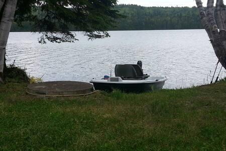 chalet au bord de l'eau lac malcom