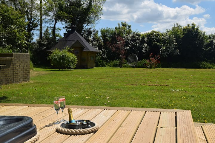 Private position of hot tub and BBQ Lodge