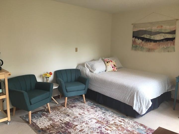 Simply Enough Peaceful Guest Suite