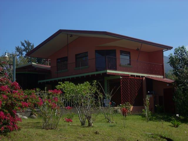 Great Villa 2 Volcanoes City lights - San Isidro - Villa