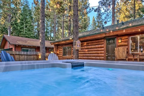 Cozy Rustic Log Cabin Oasis, Dog Friendly, Hot tub