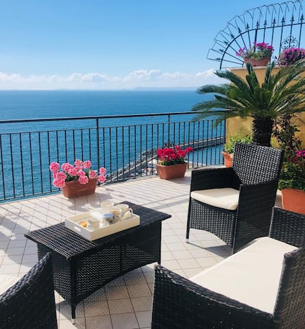 Betania 5, free parking, terrace sea viewing.