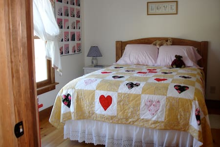 The 'St. Germain' room. Sunny and cozy, overlooking the pond.