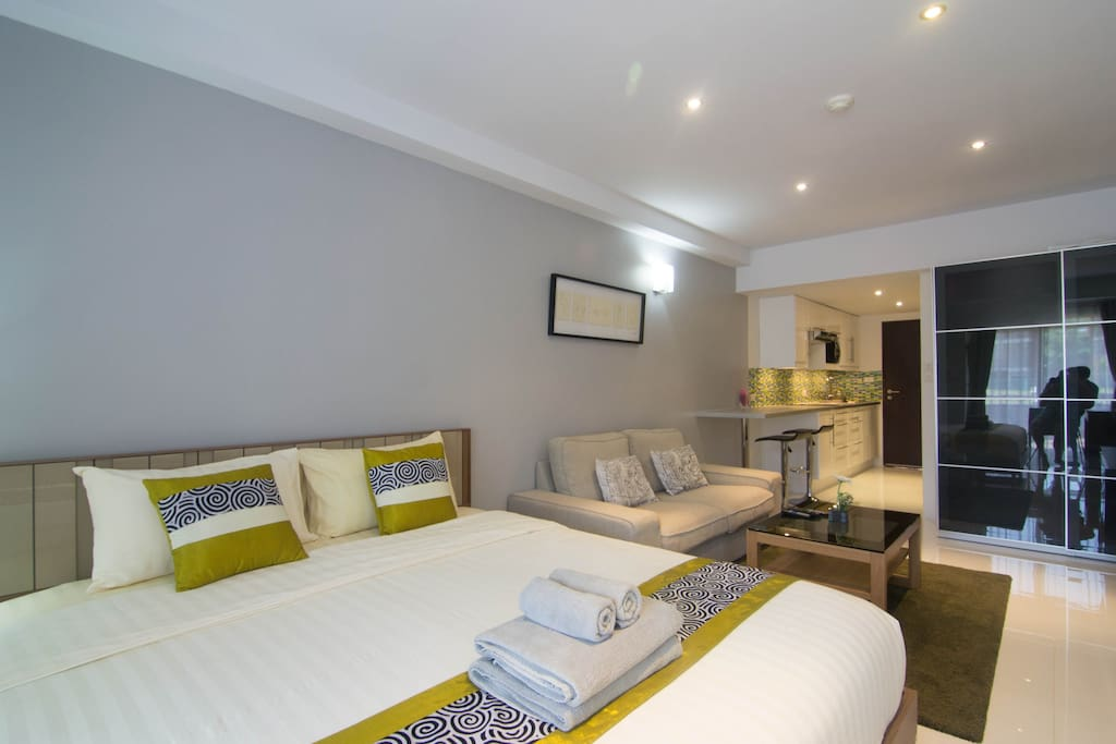 Double bed in a perfect studio - all facilities