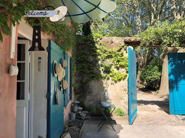 Le Mas de la Sorgue, chambres d'hôtes 2 et piscine