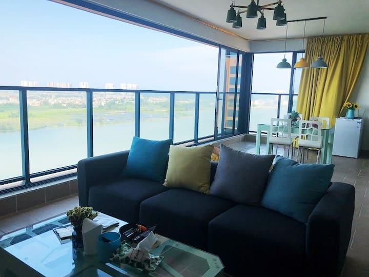 惠州惠东轻奢万科双月湾二期270度双海景度假房两房一厅空中沙滩房-marry校长的海景度假房