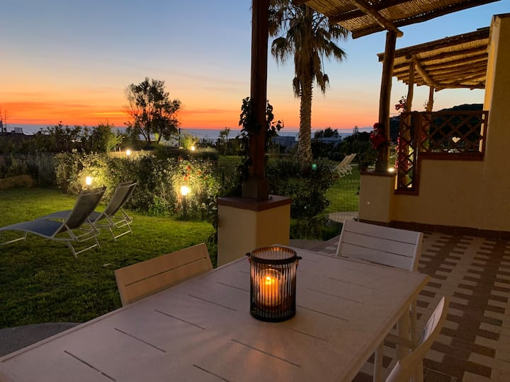 "Sunset sea-view apartments ""Sgarrupata"""