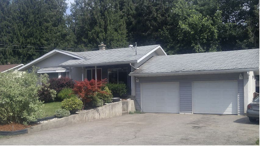 Large cozy home perfect for groups - Sicamous - House
