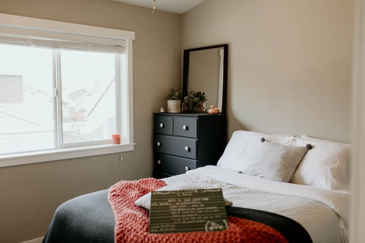 Private Rooms in the Heart of Bend