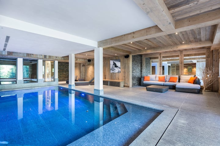 Luxury chalet 660m² with swimming pool and hammam.