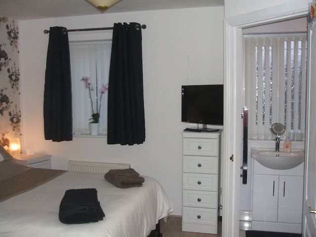 Double with Ensuite Shower &Parking - Blackpool - Casa