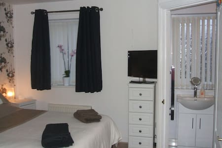 En-suite Shower, Breakfast & Parking - Blackpool - Rumah