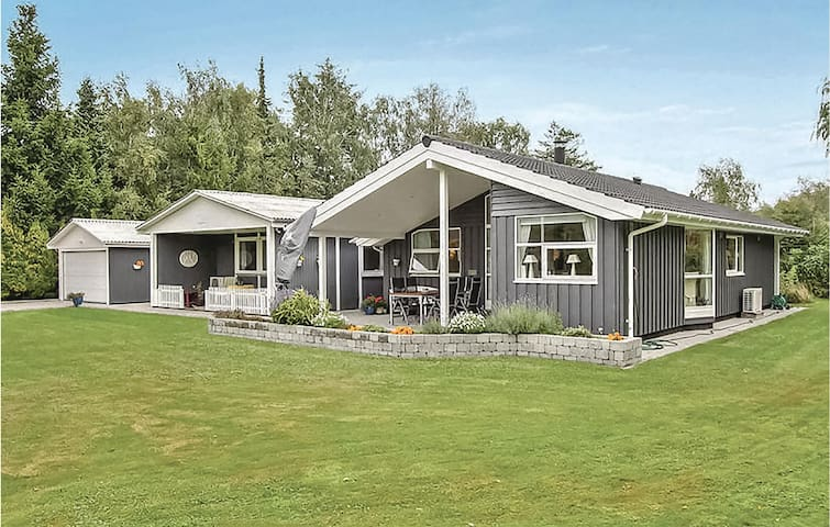 Semi-Detached with 4 bedrooms on 134m² in Væggerløse