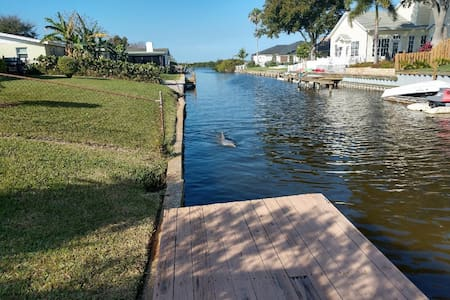 Comfortable Canal Front Merritt Island Living