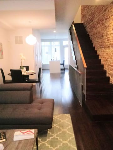 Luxury Suite and lounge in Downtown near Hopkins