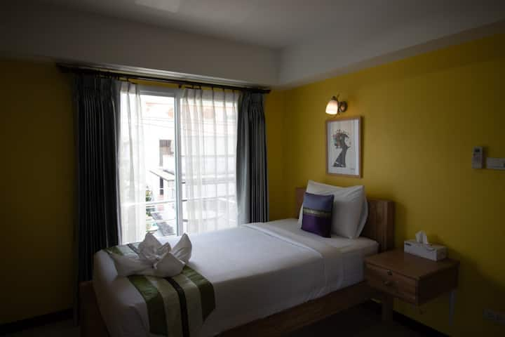 Clean Single with Balcony at Chinda Boutique Hotel