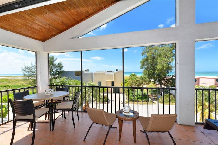 REZRentals - 135 Beach Road - Rare 4 Bedrooms (3 Bed+Loft) / 2 Bath Direct Gulf View AND Steps to Siesta Key Village !