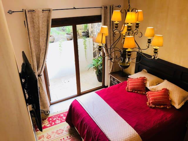 Hermosa habitación cuidadosamente decorada. Incluye TV Smart HD con cable.