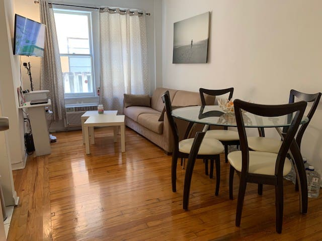 Large 1BD, steps to Lincoln RD