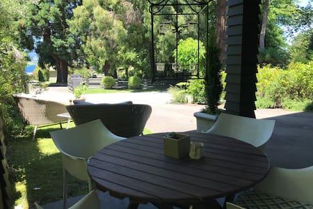 Resting Kiwi: Aptmnt: 2 bdroom + TV lounge + patio