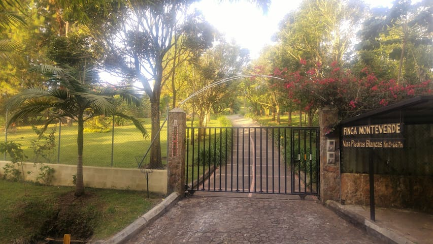 Enjoy the experience at Finca MonteVerde- Cottage
