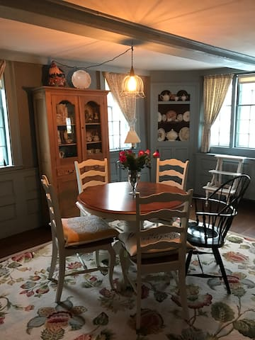 Romantic Historic Home in the Heart of Downtown - Salem - Casa