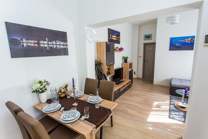 Cute apartment with wifi & aircon - Kaštel Štafilić - Appartement