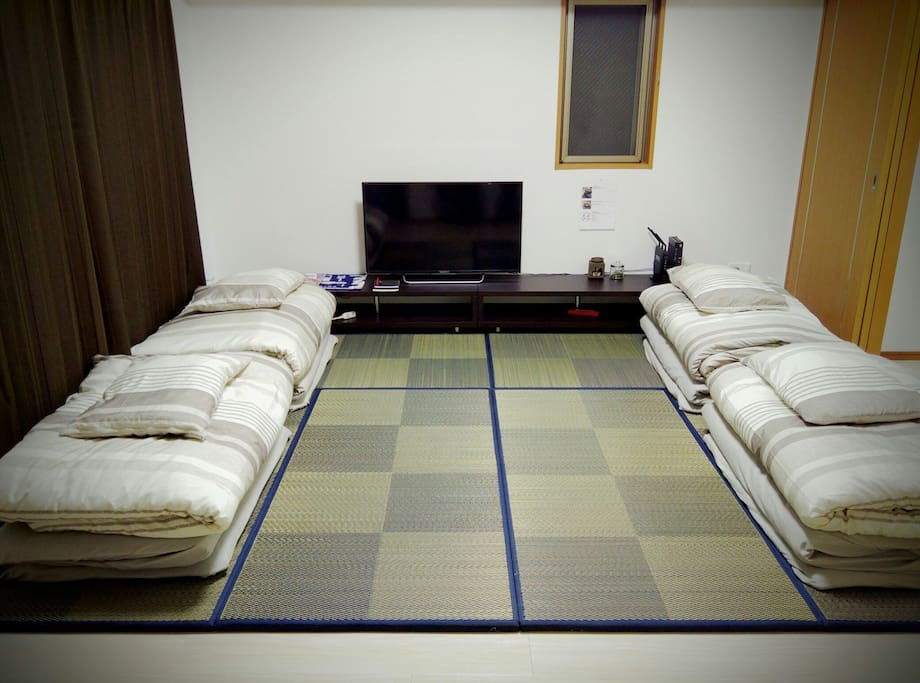 Spacious living room with Futon