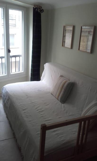 Bed + 1 thick mattress