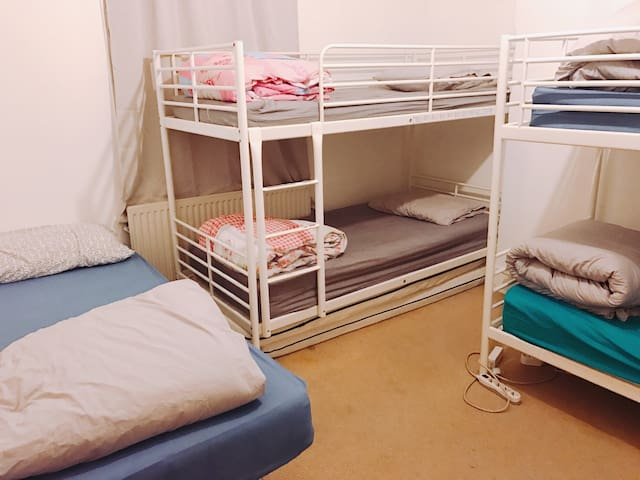 [MIX GENDER] 5-bed MIXED DORMITORY in Victoria 4