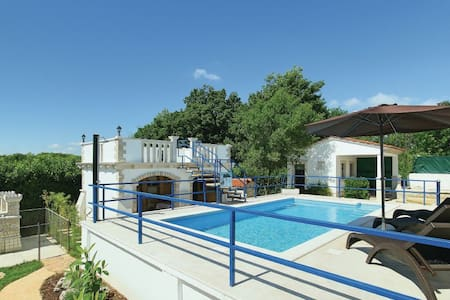 2 Bedrooms Home in Motovun - Motovun