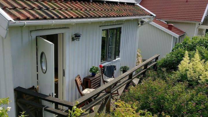Gårdshus i centrala Lysekil, nära bad.
