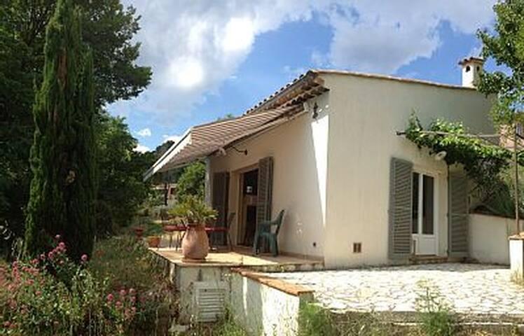 Maisonnette au calme en Provence, proche village