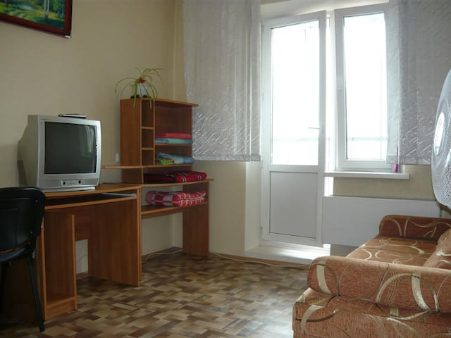 Sunny apartment near pine forest - Tomsk - Apartment